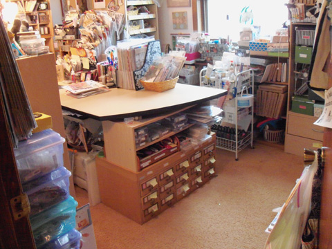 cleaned up craftroom